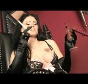 DominaBlackdiamoond - Dominante Lady wird von 3 Sklaven verwöhnt