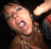 SPANNERCAM - Schwanzgeile Bitch bläst mitten auf der Straße