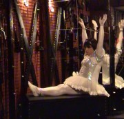 fetischbonda - Gefesselt mit Handschellen im Ballett-Outfit