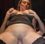 sexy-juliana - Schwanz ohne Gummi abgeritten und Theresa leckt die Eier